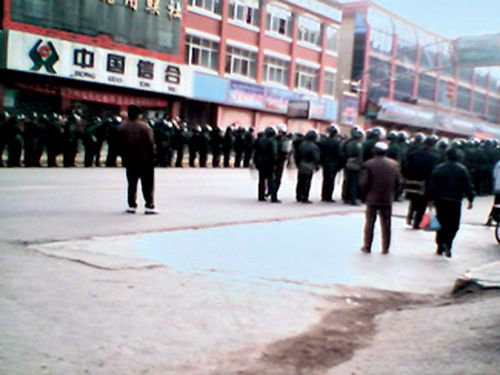 Riot police steps up security on the streets of Amdo Labrang, Sangchu Country, Kanlho, Gansu province, 14th March 2008