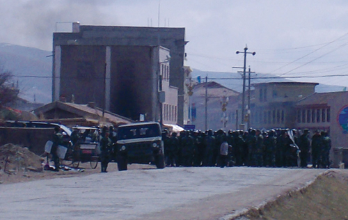 "Chinese soldiers sent to help local police to clampdown on Tibetan protesters in Nagaba country, Nagaba ""TAP"" Sichun Province, 16 March 2008"