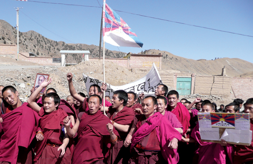"Around 300 monks from Rong Gonchen Monastery performed a incense burning ritual and a ling life prayer for H.H. the Dalia Lama on a hill behind the monastery and staged a peaceful protest march towards the government headquarters in the downtown market area, Rebgong Country, Malho ""TAP"", Qinghai Province, 16 March 2008"