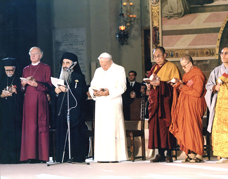 His Holiness the Dalai Lama with world religious leaders praying for world peace at Assisi, Italy, 1986