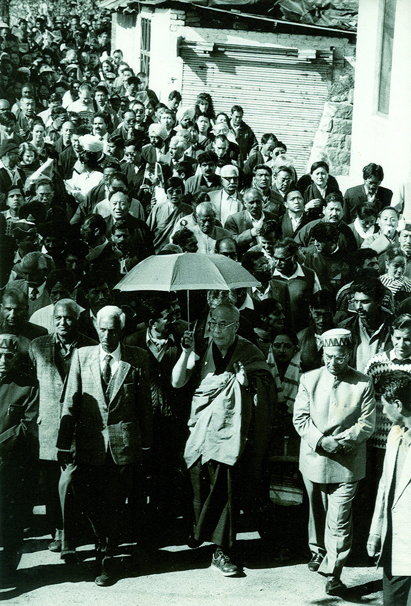 His Holiness the Dalai Lama with Prof. Sharma, Mr. Rana, Mr. Sarveen Choudhary, Mr. Shanta Kumar and others during the 10 March procession in Dharamshala, 10 March 1995