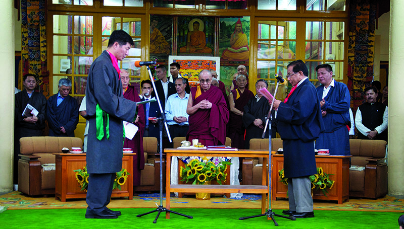 Newly-elected Kalon Tripa Dr. Lobsang Sangay taking oath of office from the Tibetan Supreme Justice Commissioner, Ngawang Phelgyal Genchen, in the presence of His Holiness the Dalai Lama at Main Temple (Tsuglagkhang), Dharamshala, 8 August 2011
