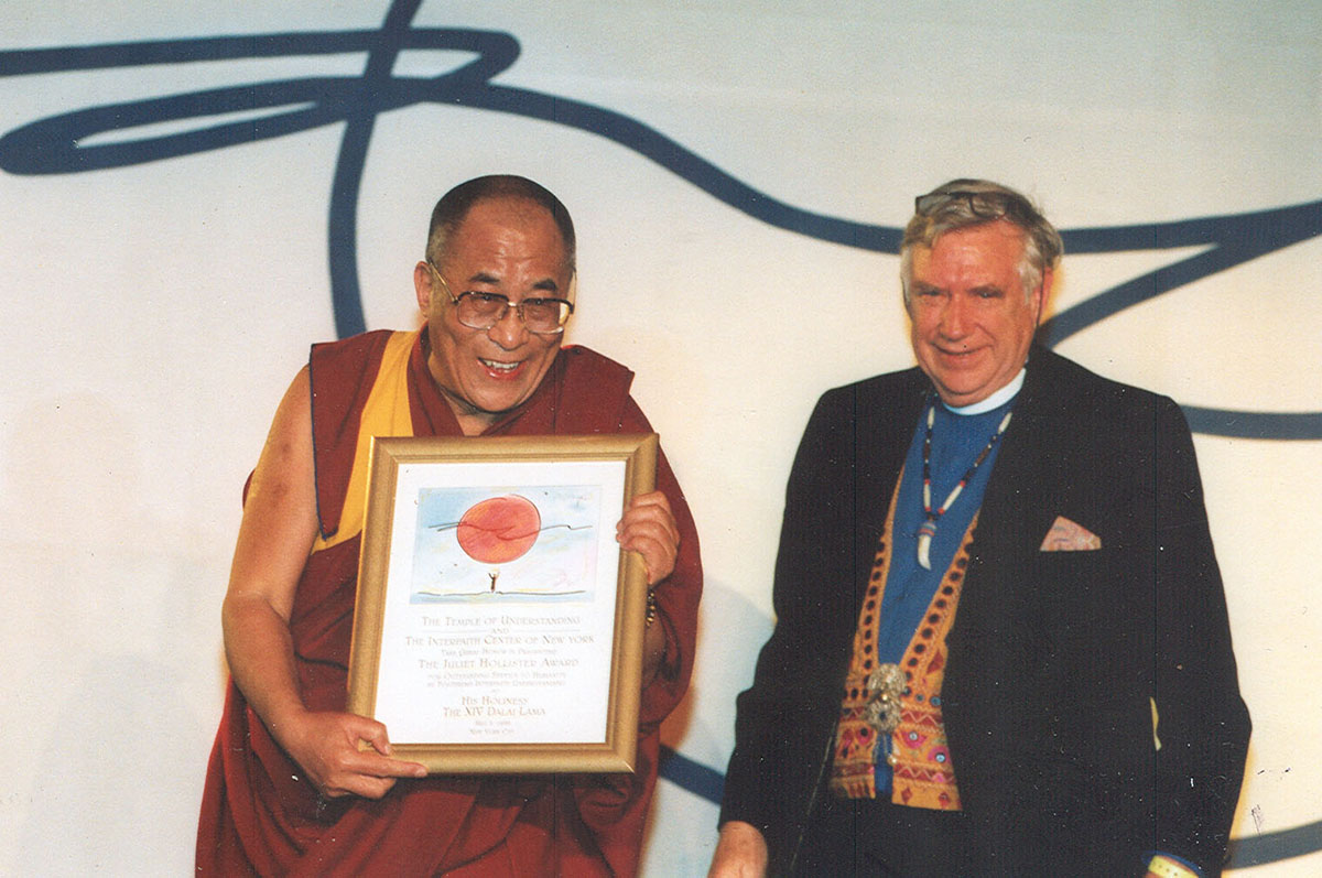 His Holiness the Dalai Lama accepting the Juliet Hollister Award from the Juliet Hollister Foundation, New York, USA, 5 May 1998