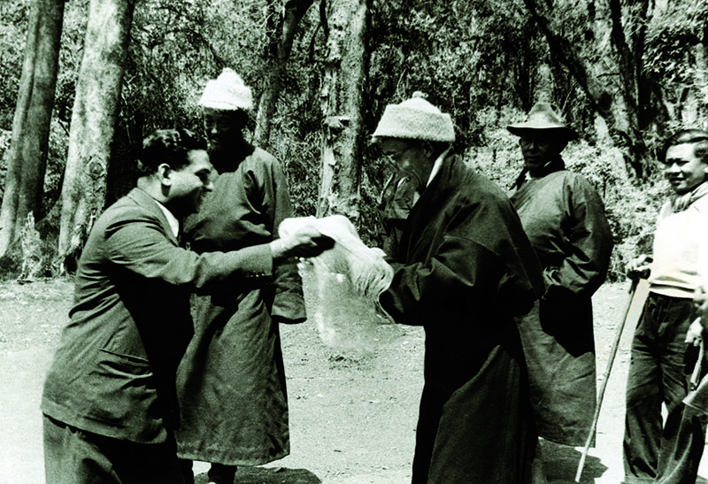 His Holiness the Dalai Lama being received by Indian officials on the Tibet-India border, 1959