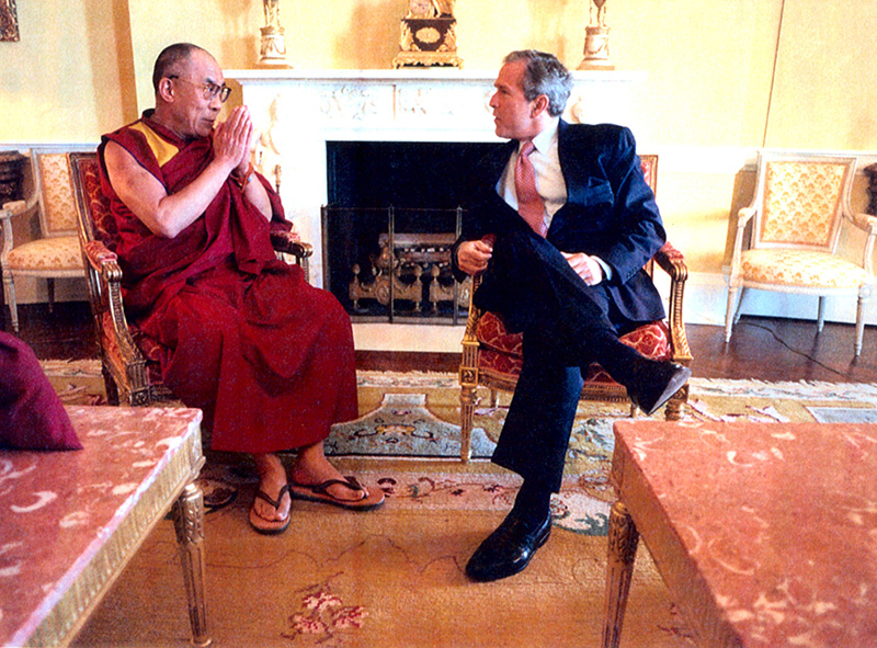 His Holiness the Dalai Lama with US President George W. Bush, 23 May, 2001