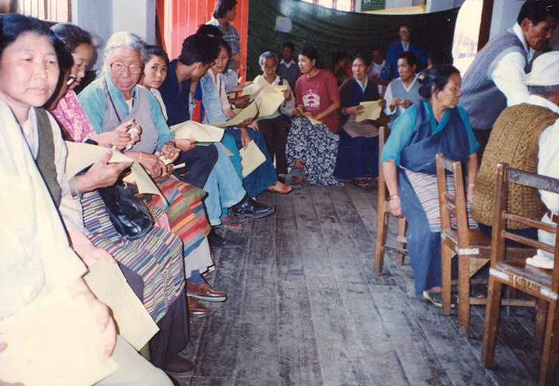 People of Kalimpong awaits their turn to cast vote on 2 April 1996