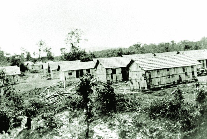 Living quarters in Dikyi Larsoe Tibetan settlement, Bylakuppee