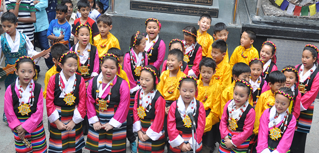 School children from Mewoen Petoen school presenting a Tibetan group song, 20 May 2016