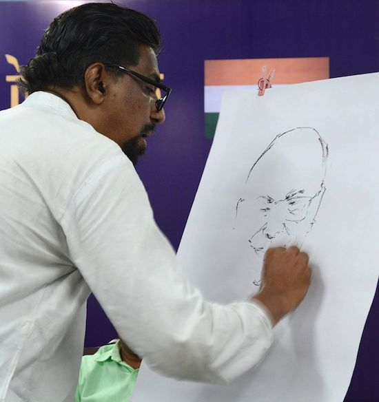 An artist sketching a portrait of His Holiness the Dalai Lama on the third day of 'Thank You India' program at Kozhikode, Kerala, 13 Sept 2016.