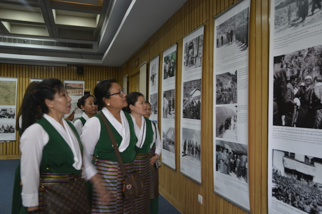 Visitors at Tibet Museum's exhibition. Photo/Tibet Museum/DIIR